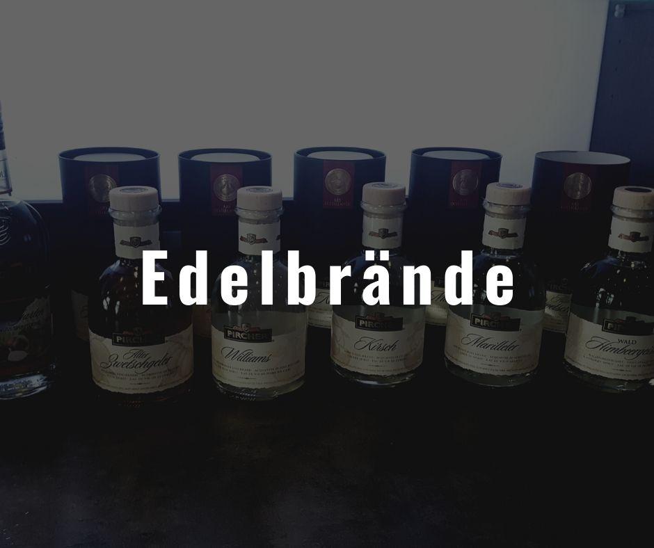 Eine Auswahl verschiedener Flaschen mit Edelbränden der Firma Pircher die im Restaurant Die Bühne Ramstein angeboten werden