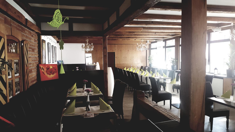 Innenbereich des Restaurants die Bühne in Ramstein. Blick in Richtung Nebenzimmer.
