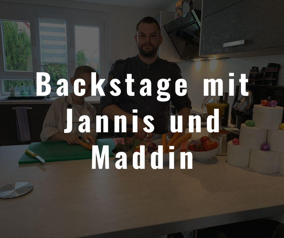 Koch und Gastronomischer Leiter von die Bühne Ramstein Martin Umla und sein Sohn Jannis posieren für ihre Kochshow für die Kamera